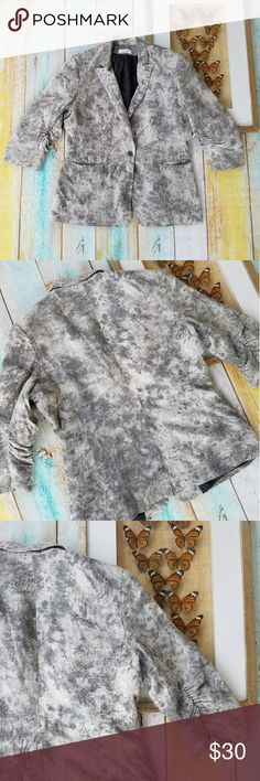 Calvin Klein Gray Tie Dye Hipster Ruched Blazer L Casual chic look, relaxed fit and one button closure in front. Tie dye fabric is a great way to mix up an everyday wardrobe staple. 3/4 sleeves with ruching on the sides. Made by Calvin Klein, size large. In good condition Calvin Klein Jackets & Coats Blazers