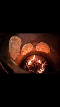 Tandır ekmeği Kurdish Food, Tandoor Oven, Iran Food, Candle Jars, Candles, Clay Oven, Herbal Medicine, Herbalism, Food Photography