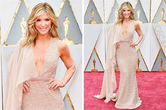 Premios Oscar 2017: los 10 mejores y peores looks de la Red Carpet  Debbie Matenopoulos llevó un vestido color nude con escote en V profundo y media capa que le cubría un hombro. La creación es del diseñador Nikolaki. Foto: E! Online