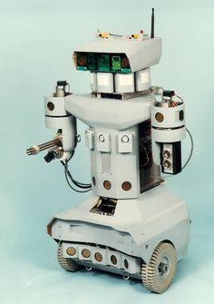 Az üresen hagyott lakások, irodák felügyeletére alkalmas robotok kifejlesztése már több éve napirenden van. Jóllehet az eddigi kísérletek biztatóak, de az igazi áttörés még várat magára.Az intelligens technológia  egy olyan elektromechanikai szerkezet, amely előzetes programozás alapján képes különböző...
