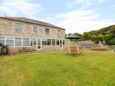Rating 3 Star PET FREE. Click picture to view next 5 months price and availability. This delightful farmhouse rests in Mawnan Smith, Cornwall and can sleep six people in three bedrooms.