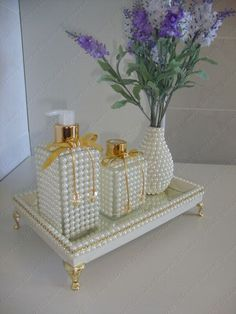 Pearl embellished vanity bottles, vase and tray. This is also shown with silver accents. So feminine. Bottle Art, Bottle Crafts, Art Decor, Diy Home Decor, Altered Bottles, Dollar Store Crafts, Diy Art, Decoupage, Diy And Crafts