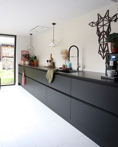 Love is the main ingredient 🥄 - - - Love is the main ingredient 🥄🔪 - Black Kitchens, Luxury Kitchens, Home Kitchens, Kitchen Interior, Interior Design Living Room, Living Room Decor, Barn Kitchen, Kitchen Decor, Minimalist Kitchen