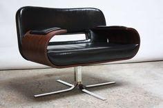 Mid-Century Modern Brazilian Modern Jacaranda and Leather Swiveling Lounge Chair by Jorge Zalszupin For Sale