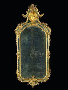 MIROIR À PARECLOSES Venise, seconde moitié du XVIIIe siècle