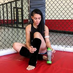 The most relaxing time of the day - after training Muay Thai! I am keeping up with my 30 day detox regimen by @teamiblends and one thing I've noticed: I am sweeting more than ever. My metabolism has been naturally speeded and I feel like my body natural ability to detoxify is getting better each day more and more! Totally recommend and trust use my coupon BELLA10 and get 10% off your @teamiblends purchase  _________________________  A hora mais relax da vida depois do treino! Estou firme e…