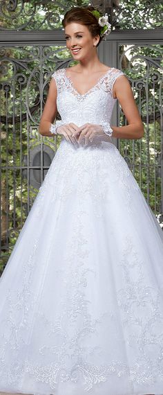 Fabulous Tulle V-neck Neckline A-line Wedding Dresses with Beaded Lace Appliques