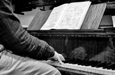 Dettaglio del M° Martino Faggiani al pianoforte (Ph. Annalisa Andolina)