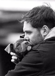 "Just watched this movie. I did not know this was Tom Hardy! Actor Tom Hardy while shooting the film ""The Drop"" THAT TOM, THAT PUP. Mans Best Friend, Best Friends, Toms, Foto Portrait, Tier Fotos, Mundo Animal, Baby Puppies, Belle Photo, Puppy Love"
