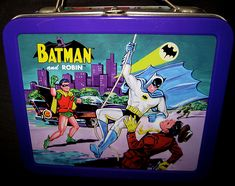 25 Awesome Vintage Lunchboxes – Being a child of the that I am, one of the best memories I have is that of the kick-ass metal lunchbox. From the time I… Lunch Box Thermos, Tin Lunch Boxes, Vintage Lunch Boxes, School Memories, Best Memories, Vintage Tv, Batman Robin, Old And New, The Twenties