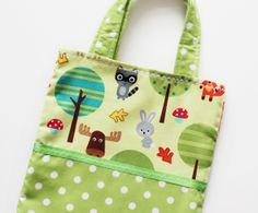 süßer Kindertasche mit Waldtieren