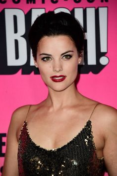 Jaimie Alexander Boy Cut - Jaimie Alexander wore her hair in a volumized boy cut at the Entertainment Weekly Comic-Con party.