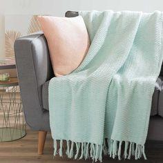 Pink and green living room inspiration | SCANIA mint green throw 180 x 240 cm | Maisons du Monde | Urban Garden