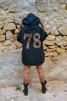 No 78 Anorak in blue black color, big hood, wide sleeves, zip front.