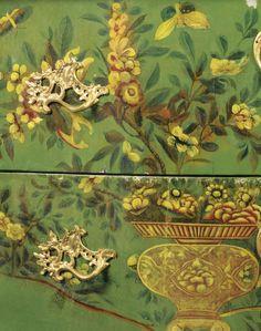 Commode sauteuse en vernis français, à montures de bronze doré, d'époque Louis XV, vers 1740 (detail)