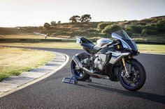 2015 Yamaha R1 and R1M | FIRST RIDE | Motorcyclist