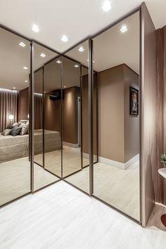 Wardrobe Room, Wardrobe Design Bedroom, Room Design Bedroom, Bedroom Furniture Design, Wardrobe Capsule, House Roof Design, Small House Interior Design, Modern Luxury Bedroom, Luxurious Bedrooms