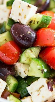 This instant Greek Style Tomato Cucumber Salad takes only minutes to put together and has flavor to last 'til tomorrow! Salad Recipes For Dinner, Salad Dressing Recipes, Healthy Salad Recipes, Healthy Snacks, Healthy Eating, Greek Cucumber Salad, Veggie Side Dishes, Mediterranean Diet Recipes, Vegetable Salad