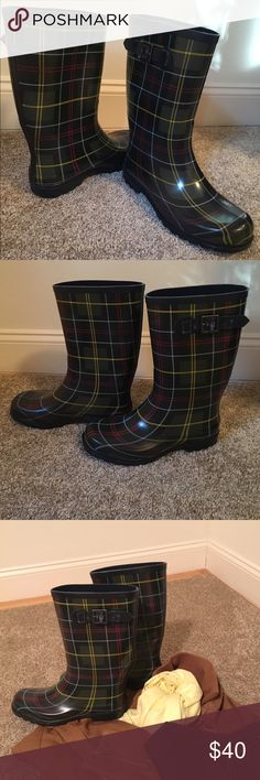 Women Rainboots☔️ Beautiful Rainboots, Plaid desing in blue, yellow, red and green, perfect to use with jean! Size 10. No Trades! Shoes Winter & Rain Boots