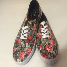 New floral sneakers size 10! New with tags size 10! City sneaks Shoes Sneakers