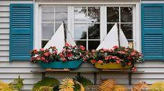 Flower pots shaped like sailboats Bar Harbor, Maine Coastal Cottage, Coastal Homes, Coastal Style, Coastal Decor, Window Box Flowers, Window Boxes, Flower Boxes, Cottages By The Sea, Beach Cottages