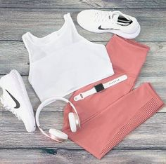 Our most popular leggings, this high-performance design offers a firm compression that feels oh-so-supportive whether you plan to run a marathon or just run the day. Athleisure Fashion, Athleisure Wear, Sporty Outfits, Cute Outfits, Gym Outfits, Summer Outfits, Athletic Wear, Athletic Tank Tops, White All Stars