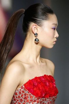 Throw it in a ponytail, tie a bow on it, or simply push it back—hair this fall is all about the drama of simplicity. These are the prettiest hair trends for Fall straight from the runways. Fall Hair Trends, Runway Hair, Hair Blog, Makeup Forever, Great Hair, About Hair, Big Hair, Hair Day, Beauty Trends