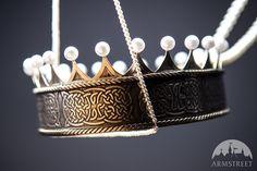 """Mittelalter Messingkrone mit Perlen """"Die Akkolade"""""""