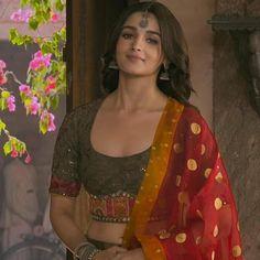 Alia Bhatt Photoshoot, Indian Photoshoot, Saree Photoshoot, Cute Celebrities, Indian Celebrities, Anushka Sharma Bikini, Aalia Bhatt, South Indian Actress Photo, Clueless Fashion