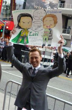 The Avengers LA Premiere - tom-hiddleston Photo This makes me smile. :)