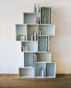 wijnkistjes - kast - pastel Crate Shelves, Storage Shelves, Shelving, Furniture Making, Diy Furniture, Pastel House, Wood Creations, Home Art, Interior Inspiration