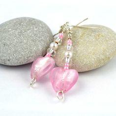 Lekre øredobber med rosa, hjerteformet muranoperle #jewelry