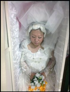 Enrobed in bridal gown Modern Victorian, Victorian Era, Juicy Fruit Gum, Dead Bride, Post Mortem Pictures, Death Art, Post Mortem Photography, Book Of The Dead, Antique Pictures