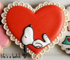 Snoopy Valentine's Day cookie Peanuts cookies cute Valentine's day heart cookie cartoon Valentine cookie adorable heart cookie with lace sweet treats fun food for kids holiday cookie ideas Fancy Cookies, Iced Cookies, Cute Cookies, Cookies Et Biscuits, Cupcake Cookies, Sugar Cookies, Snoopy Valentine's Day, Snoopy Cake, Peanuts Snoopy