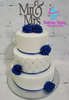 Wedding cake sugar lace and roses. White, silver and royal blue - Wedding cake sugar lace and roses. White, silver and royal blue - Royal Blue Cake, Royal Blue Wedding Cakes, Fall Wedding Cakes, Elegant Wedding Cakes, Beautiful Wedding Cakes, Wedding Cake Designs, White Silver Wedding, Blue Silver Weddings, Silver Wedding Decorations