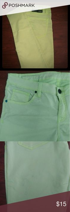 Hurley neon green skinny jeans If you are looking for a pair of statement skinny jeans, these are the ones! If you were wondering, they DO glow under a black light. ?? They are also in great condition. They have a few grey spots from when I washed them, but you can hardly see them at all. They were only worn a few times. I purchased these because I am quite tall, and when I tried them on they fit well. Unfortunately they shrunk in length when I washed them. They would fit an average height…