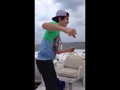 ▶ Austin Mahone Twerk - YouTube