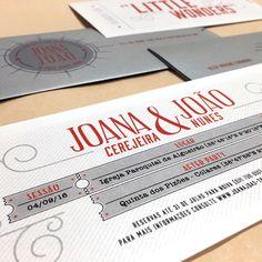 A modern take on a pull envelope invitation for Joana and João's Movies themed wedding in shades of white, red and silver grey. Be happy! :)  #beapaper #graphicdesign #weddinginvitation #convitecasamento #casamentotemacinema #convitebilhetecinema #weddinginvitationmovieticket