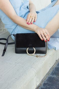 čierna kabelka black handbag fashion móda style štýl street modelka model  outfit ootd fall jeseň winter autumn crossbody bag casual shopper bag cc06fb4ddf2