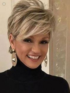 Love this short hair cut – Aimer cette coupe de cheveux courts – Hair Styles For Women Over 50, Medium Hair Styles, Curly Hair Styles, Short Hair Cuts For Women Thin, Long Pixie Cuts, Short Hair Styles Thin, Short Fine Hair Cuts, Thin Hair Cuts, Edgy Pixie