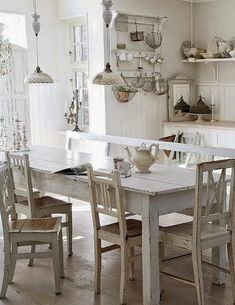Shabby Chic decor is not new in the interior. See 5 rules Shabby Chic decor. Shabby Chic Kitchen Table, Interior, Chic Kitchen, Kitchen Decor, Chic Decor, Home Decor, House Interior, Shabby Chic Furniture, Shabby Chic Farmhouse