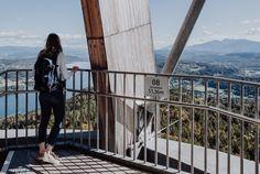 junge Frau am Aussichtsturm Pyramidenkogel Seen, Fair Grounds, Travel, Guys, Woman, Viajes, Destinations, Traveling, Trips