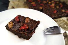 Die veganen und glutenfreien Süßkartoffel-Brownies sind nicht nur herrlich saftig und schokoladig, sondern auch noch echt gesund. Absolute Suchtgefahr!