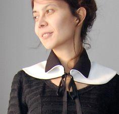 Detachable reversible collar. Black and white elegance. Reversible bold/puritan style.. €24.00, via Etsy.