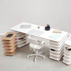 Mathieu Lehanneur has created the Strates furniture system for Objekten. The modular system combines work table and shelf in a smart design Bureau Design, Design Desk, Office Table, Home Office Desks, Strate Design, Mathieu Lehanneur, Adjustable Desk, Office Interiors, Gadget