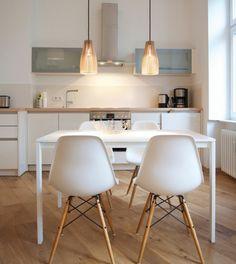 cadeira eiffel e mesa quadrada