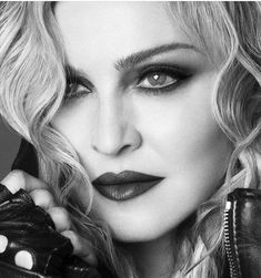 Madonna Tattoo, Madonna Hair, Madonna Music, Lady Madonna, Madonna 80s, Best Female Artists, Female Singers, Madonna True Blue, Madonna Photos