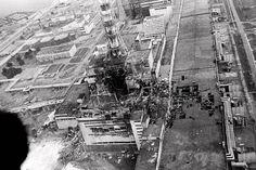 O acidente nuclear de Chernobil ocorreu dia 26 de abril de 1986, na Usina Nuclear de Chernobil, é considerado o pior acidente nuclear da história, produzindo uma nuvem de radioatividade que atingiu a União Soviética, Europa Oriental, Escandinávia e Reino Unido, com a liberação de 400 vezes mais contaminação que a bomba que foi lançada sobre Hiroshima, resultando na evacuação e reassentamento de aproximadamente 200 mil pessoas.