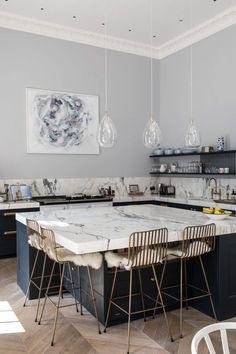 50 Best Modern Kitchen Design Ideas - The Trending House Home Decor Kitchen, Interior Design Kitchen, New Kitchen, Brass Kitchen, Kitchen Black, Interior Modern, Kitchen Layout, Rustic Kitchen, Country Kitchen