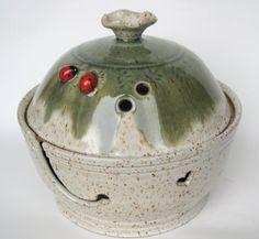 Lidded yarn bowl / keeper